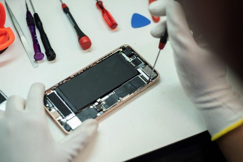 טכנאי סלולר מקצועי לטיפול בכל סוגי המכשירים